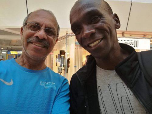 Пиюш и Кипчоге после своего рекорда мира на марафоне в Берлине